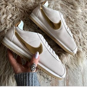 NWT Nike Classic Cortez Special edition Gold